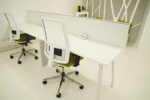 Shibumi spazio coworking   ampie scrivanie, comode sedute