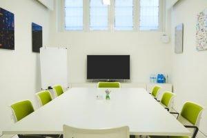 Servizi coworking   La nostra sala riunioni può accogliere fino a 10 persone. Silenziosa, luminosa e dotata di ogni confort